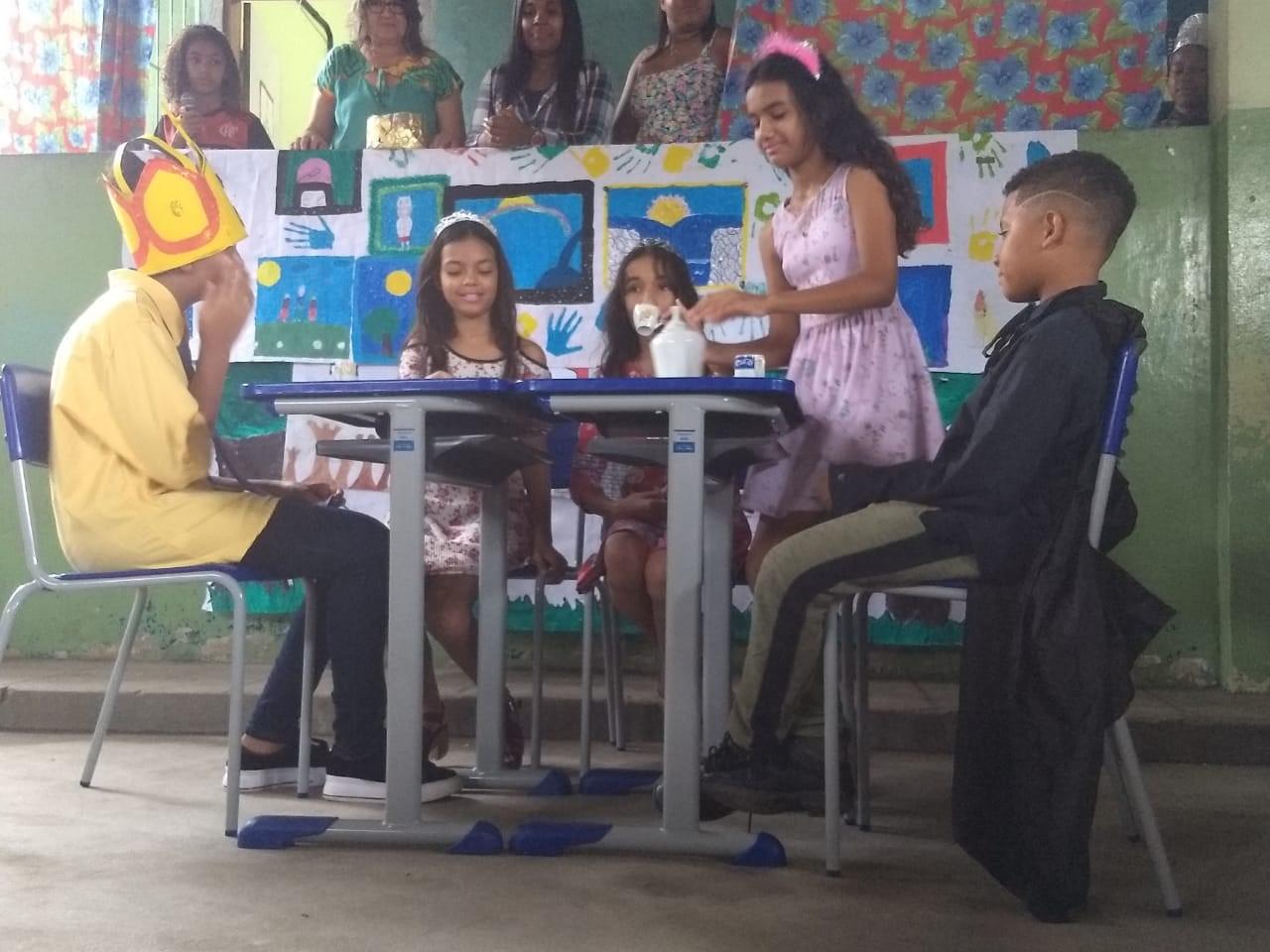 PREFEITURA DE SÃO MATEUS APROXIMA ESTUDANTES DA ESCOLA FILADELFO COM O MUNDO DA LITERATURA