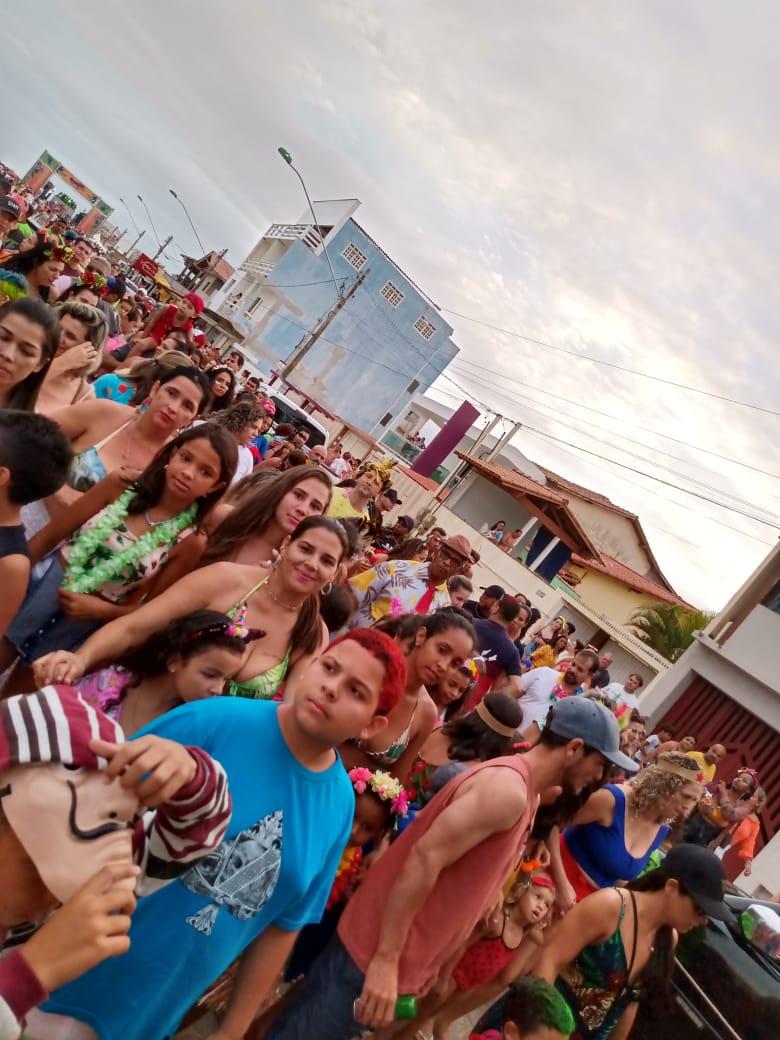BLOCOS: IRREVERÊNCIA, CRIATIVIDADE E MAGIA NO CARNAVAL DE GURIRI