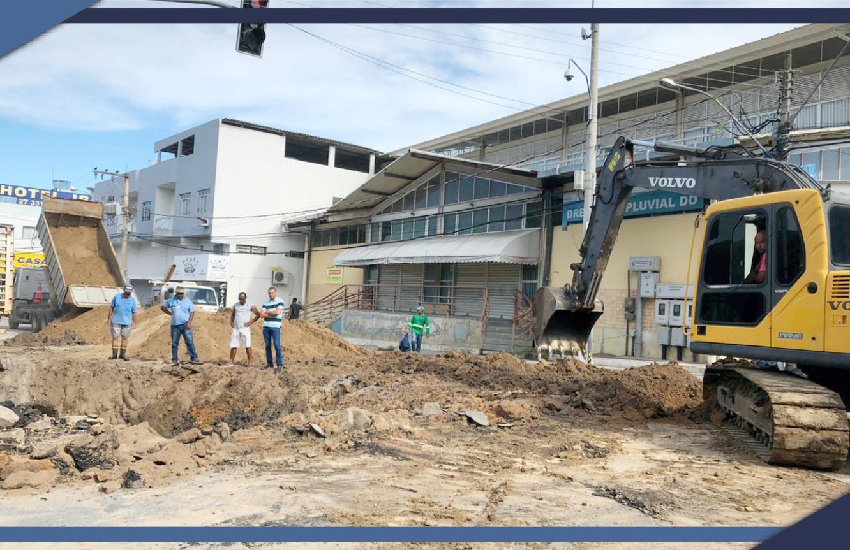 PREFEITURA DE SÃO MATEUS CONSERTA TUBULAÇÃO NO CENTRO DA CIDADE