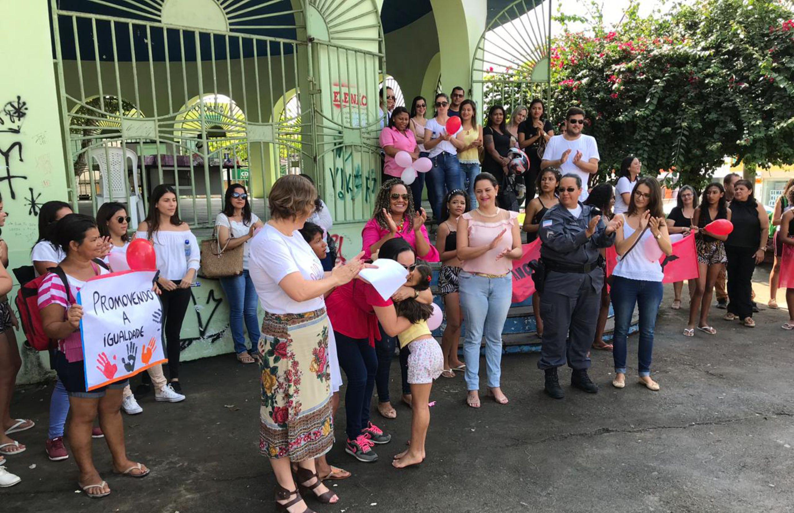 PMSM realiza passeata pelo Fim da Violência contra as Mulheres
