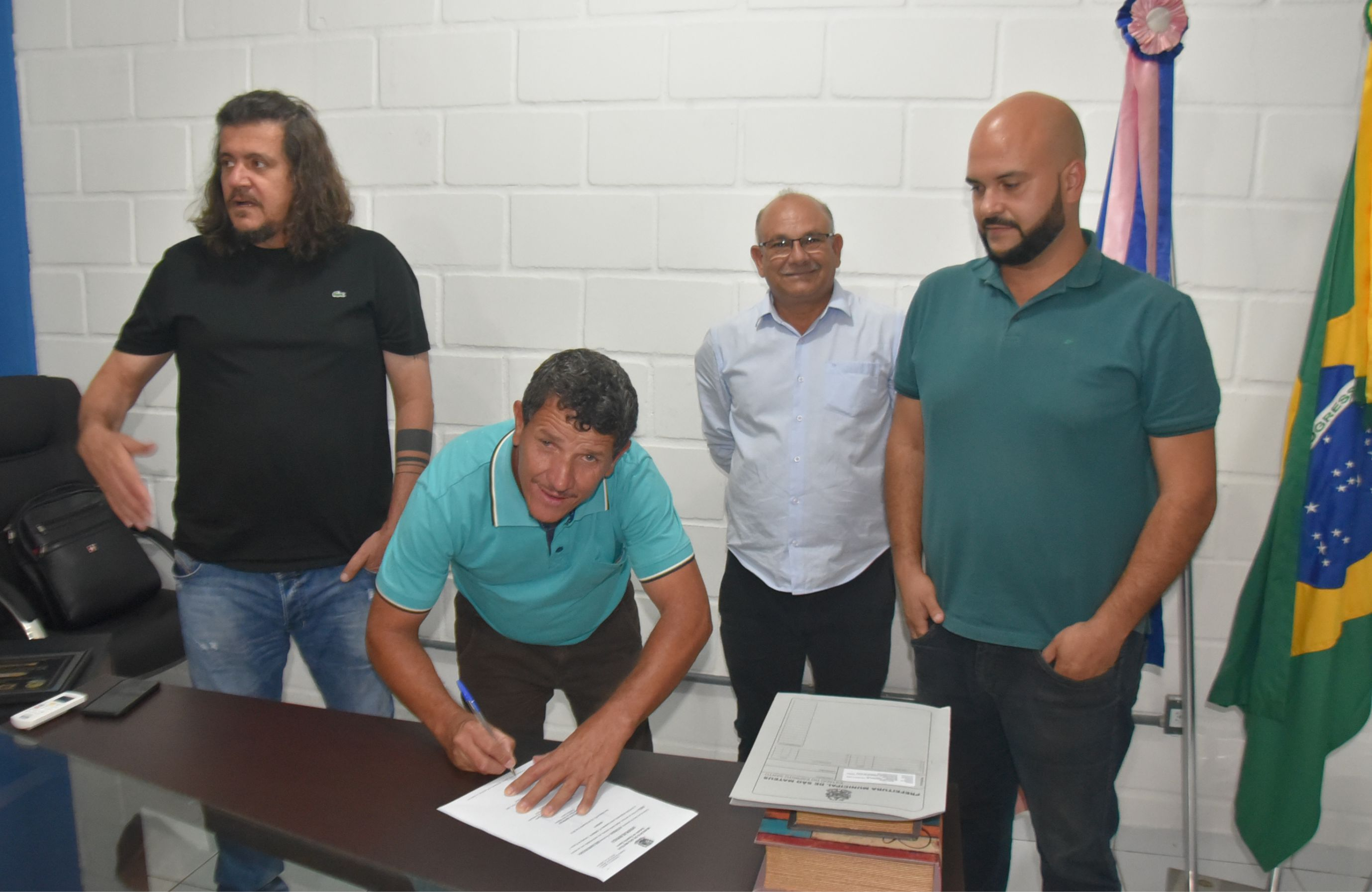 Prefeito Daniel Santana Assina Ordem De Serviço Para Construção De Quadra Poliesportiva Na Comunidade De São Pedro