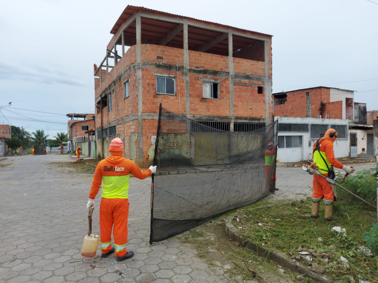 PREFEITURA DE SÃO MATEUS LEVA FORÇA-TAREFA DE LIMPEZA PARA BAIRROS DA PERIFERIA
